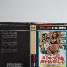 Cinema: SOLO CARATULA ~ LA DOCTORA ARMA EL LÍO ~. Lote 245004620