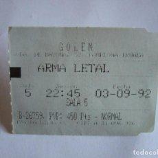 Cine: ENTRADA CINES GOLEM PAMPLONA - 1992 - PELICULA ARMA LETAL. Lote 220136560