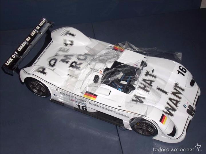 Coches a escala: 1:18 KYOSHO BMW V12 LMR ART CAR JENNY HOLZER SPECIAL SPANISH SET DEALER BOX RARE - Foto 4 - 56893216