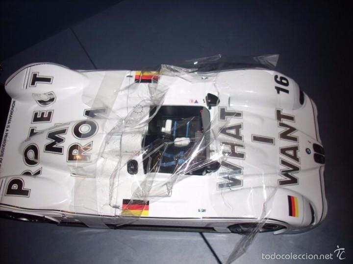 Coches a escala: 1:18 KYOSHO BMW V12 LMR ART CAR JENNY HOLZER SPECIAL SPANISH SET DEALER BOX RARE - Foto 9 - 56893216