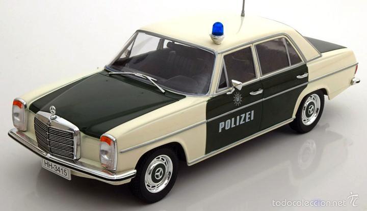 Mercedes 220/8 (W 115) Policía 1973 escala 1/18 de MCG segunda mano