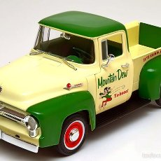 Coches a escala: FORD F100 PICK UP MOUNTAIN DEW 1956 ESCALA 1/18 DE ERTL/AUTO WORLD. Lote 61327679
