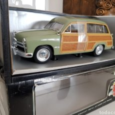 Coches a escala: IMPECABLE REPRODUCCIÓN OFICIAL EN METAL Y MADERA 1949 FORD WOODY WAGON ESCALA 1:18 MOTOR CITY CLASSI. Lote 112322798