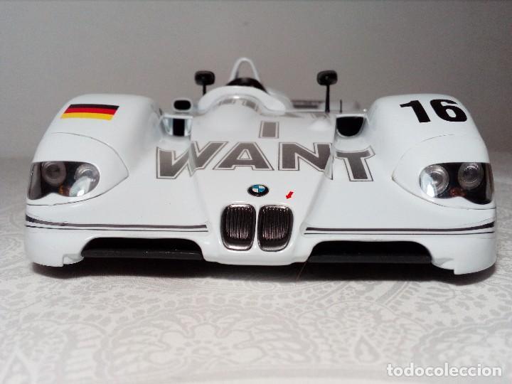 Coches a escala: COCHE BMW V12 LMR. ART CARS. DE KYOSHO AÑO 2000 1/18 (IMPECABLE) EDICIÓN LIMITADA Jenny Holzer - Foto 3 - 148860974