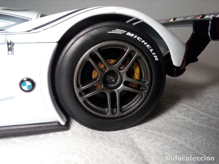Coches a escala: COCHE BMW V12 LMR. ART CARS. DE KYOSHO AÑO 2000 1/18 (IMPECABLE) EDICIÓN LIMITADA Jenny Holzer - Foto 8 - 148860974