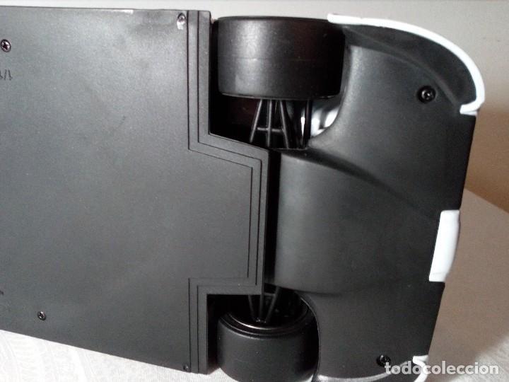 Coches a escala: COCHE BMW V12 LMR. ART CARS. DE KYOSHO AÑO 2000 1/18 (IMPECABLE) EDICIÓN LIMITADA Jenny Holzer - Foto 26 - 148860974