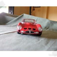 Coches a escala: BURAGO FERRARI GTO 1962 1/18 VER FOTOS PARA ESTADO. Lote 171764118