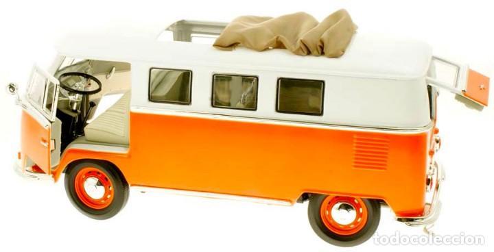 Coches a escala: Volkswagen T1 Microbus techo plegable 1962 escala 1/18 de Lucky Die Cast - Foto 6 - 194687078
