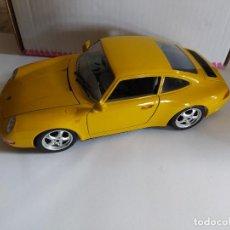 Coches a escala: BURAGO 1/18 PORSCHE 911 CARRERA 1993 FALTA PEGATINA ESPEJO EN UN RETROVISOR. Lote 207772892