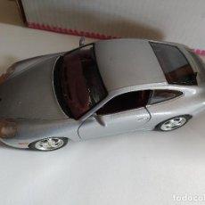 Coches a escala: BURAGO PORSCHE CARRERA 911 1997 1/18 MADE IN ITALY UNA PUERTA NO CIERRA BIEN. Lote 194988171