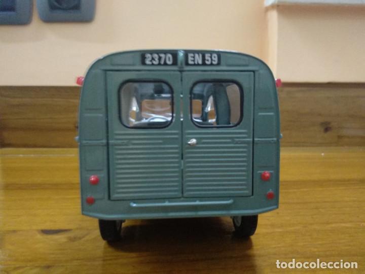 Coches a escala: citroen 2cv furgoneta 1 18 en blister - Foto 8 - 195238266