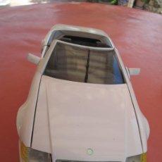 Coches a escala: MERCEDES BENZ 500 GL 1989 MAISTO 1/18 - BLANCO. Lote 196513887