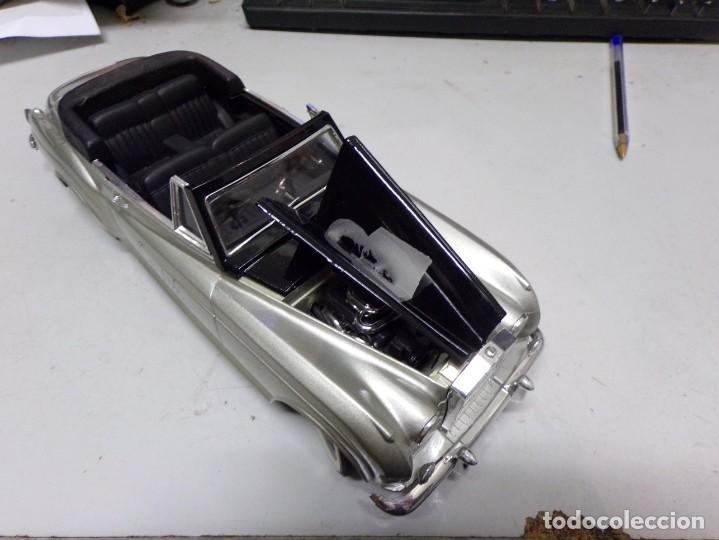 Coches a escala: coche escala 1/18 solido serie signature rolls royce 1961 orson welles con su caja - Foto 9 - 207500097