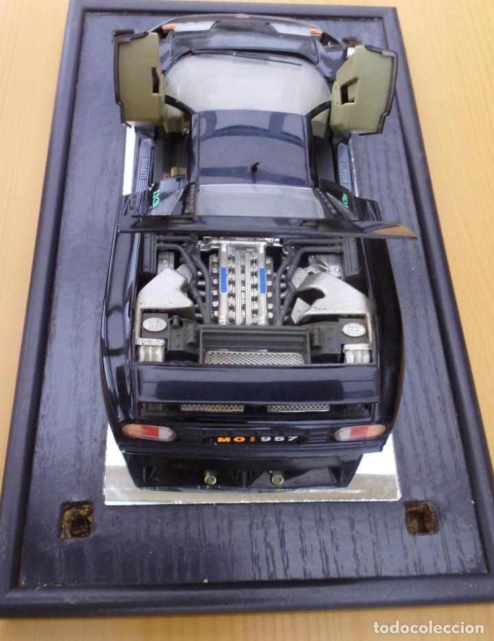 Coches a escala: Vitrina / Urna expositora de cristal y madera con choche Bugatti CEB. Escala 1/18. Burago año 1991 - Foto 2 - 209777240