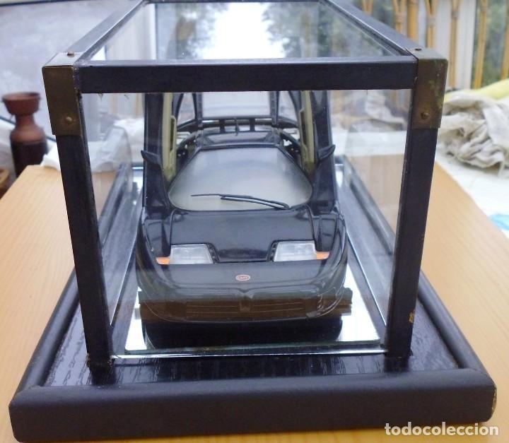 Coches a escala: Vitrina / Urna expositora de cristal y madera con choche Bugatti CEB. Escala 1/18. Burago año 1991 - Foto 3 - 209777240