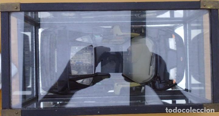 Coches a escala: Vitrina / Urna expositora de cristal y madera con choche Bugatti CEB. Escala 1/18. Burago año 1991 - Foto 9 - 209777240