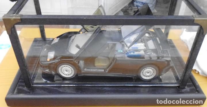 Coches a escala: Vitrina / Urna expositora de cristal y madera con choche Bugatti CEB. Escala 1/18. Burago año 1991 - Foto 10 - 209777240