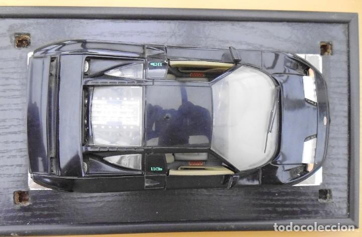 Coches a escala: Vitrina / Urna expositora de cristal y madera con choche Bugatti CEB. Escala 1/18. Burago año 1991 - Foto 13 - 209777240