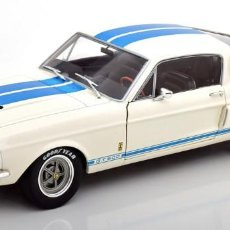 Coches a escala: FORD SHELBY MUSTANG GT500 - (1967) BLANCO/RAYAS AZULES. ESCALA 1:18 SOLIDO. Lote 218624748