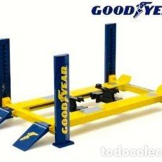 Coches a escala: ELEVADOR 4 POSTES GOODYEAR ESCALA 1/18 DE GREENLIGHT. Lote 236396830