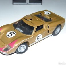 Coches a escala: 1:18 UNIVERSAL HOBBIES FORD GT 40. Lote 222044111