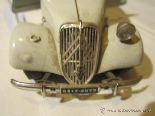 Coches a escala: Citroen TA 15 CV, metálico, de Burago. Escala 1/24. Le falta un faro. - Foto 4 - 43384762