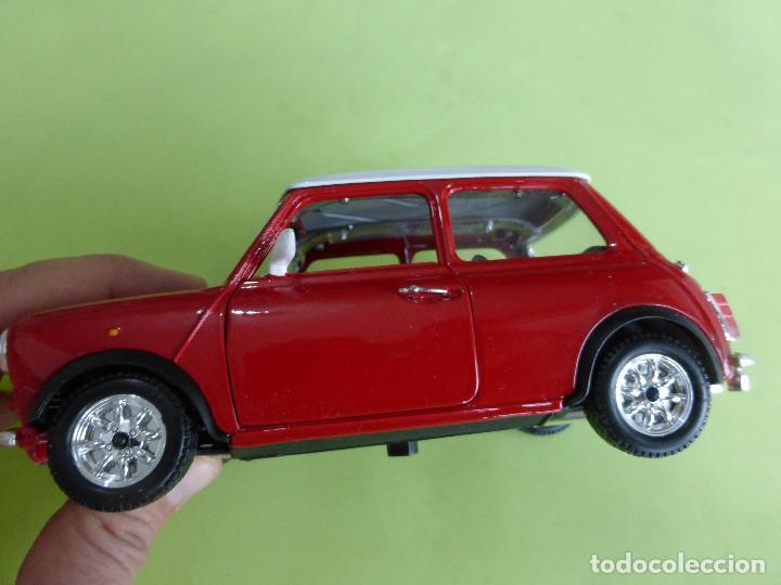 Coches a escala: mini cooper a escala 1-24 burago - clásico rojo y blanco - buen estado - Foto 5 - 66161486