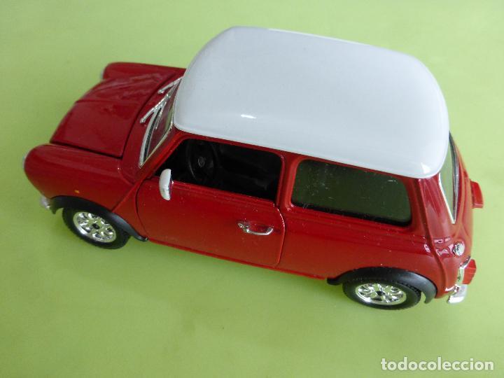 Coches a escala: mini cooper a escala 1-24 burago - clásico rojo y blanco - buen estado - Foto 6 - 66161486