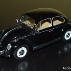 Coches a escala: VOLKSWAGEN CLASSICAL BEETLE 1967 KINSMART NEGRO. Lote 94782855