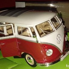 Coches a escala: VOLKSWAGEN VW T1 AUTOBÚS AÑO 1963 ROJO 1:24 WELLY. Lote 177332474