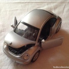 Coches a escala: COCHE VOLKSWAGEN NEW BEETLE COLOR GRIS. Lote 109309047