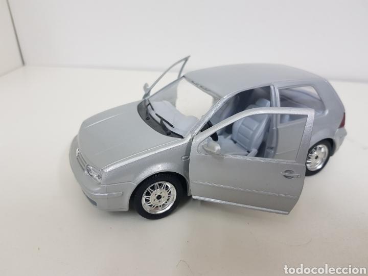 Coches a escala: Burago escala 1/24 Volkswagen Golf 1998 plateado con giro de volante - Foto 2 - 132643826