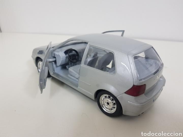 Coches a escala: Burago escala 1/24 Volkswagen Golf 1998 plateado con giro de volante - Foto 3 - 132643826
