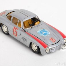 Coches a escala: COCHE MERCEDES 300 SL . REVELL METAL 1: 24 18 CTM. Lote 151386446