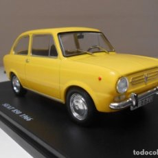 Coches a escala: COCHE SEAT 850 AÑO 1966 AMARILLO 1/24 1:24 SALVAT MODEL CAR MINIATURE ALFREEDOM. Lote 194332572