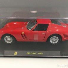 Coches a escala: COCHE FERRARI 250 GTO 1962 CON URNA DE METACRILATO ESCALA 1/24. REFERENCIA 7. . Lote 195029842