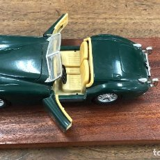 Coches a escala: JAGUAR XK 120 (1948) ESCALA 1/24. BURAGO. TODO METAL. ANCLADO EN BASE DE MADERA. Lote 201739005