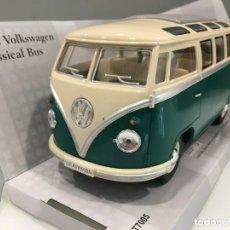 Coches a escala: AUTOBÚS VOLKSWAGEN VW SAMBA AÑO 1962 KINSMART. ESCALA 1/24.. Lote 204430668