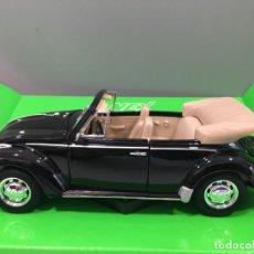 Coches a escala: COCHE VOLKSWAGEN VW BEETLE CONVERTIBLE 1960. ESCALA 1/24.. Lote 204431190