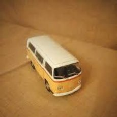 Coches a escala: 1963 VOLKSWAGEN T1 AUTOBÚS AMARILLO BLANCO 1:24 27 ESCALA WELLY. Lote 206463413