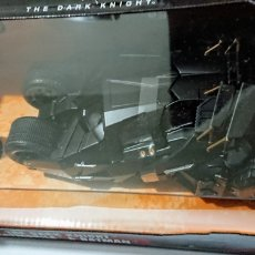 Auto in scala: JADA TOYS BATMOBILE Y BATMAN THE DARK KNIGHT DIE CAST 1/24. Lote 242851610