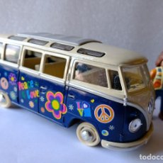 Coches a escala: VOLKSWAGEN CLASSICAL BUS 1962 ESCALA 1/24 KINSMART MADE IN CHINA. Lote 247497690