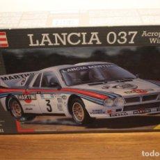 Coches a escala: LANCIA 037 MARTINI ACROPOLIS RALLY WINNER 1983 KIT 1:24 REVELL REF 07231. Lote 288738803