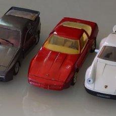 Coches a escala: LOTE 5 COCHES DE COLECCIÓN. 1/24 FERRARI GTO 1984 BURAGO PORSCHE 911 GUILOY 944 TURBO MAJORETTE. Lote 293773293