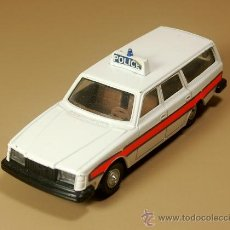 Coches a escala: DINKY TOYS - VOLVO 265 DL FAMILIAR POLICE G.B. POLICIA INGLESA - ESCALA 1/32 - VINTAGE. Lote 31638095