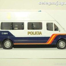 Coches a escala: FURGÓN FORD TRANSIT BLANCO POLICIA NACIONAL ESCALA 1/32 CARARAMA. Lote 56941063