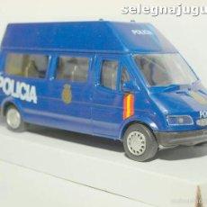 Coches a escala: FURGÓN FORD TRANSIT AZUL POLICIA NACIONAL ESCALA 1/32 CARARAMA. Lote 56941065