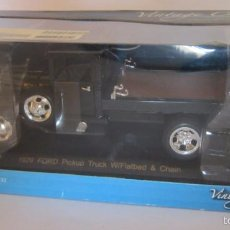 Coches a escala: CAMION VINTAGE CAR, METALICO, ESCALA 1:32, 1929 FORD PICKUP TRUCK W/FLATBED Y CHAIN, EN CAJA. CC. Lote 57863571