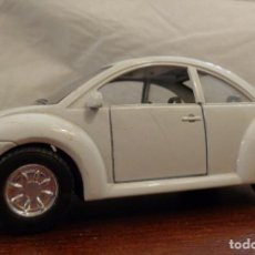 Coches a escala: COCHE VOLKSWAGEN NEW BEETLE BLANCO - ESCALA 1:32. Lote 155948838