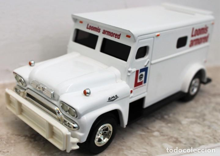Coches a escala: Camión del dinero Loomis Armored. Marca Ertl Collectibles. - Foto 2 - 160572406